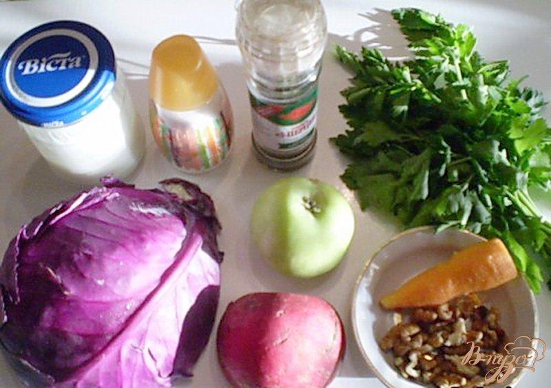 Фото приготовление рецепта: Салат из капусты с редькой и яблоком шаг №1