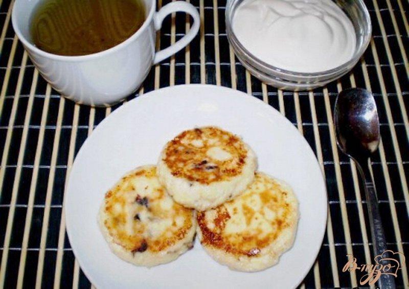 Фото приготовление рецепта: Сырники с черносливом шаг №5