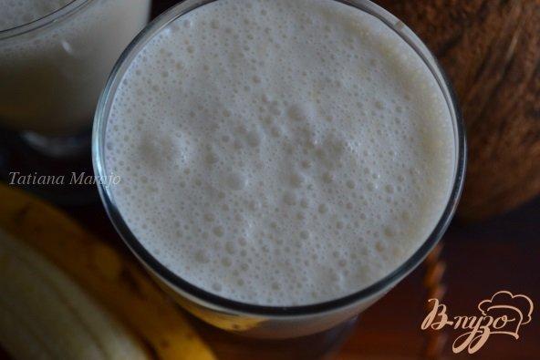 Фото приготовление рецепта: Смузи с бананом на кокосовом молоке шаг №4
