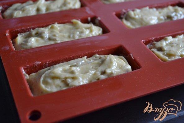 Фото приготовление рецепта: Кексики с халвой шаг №5