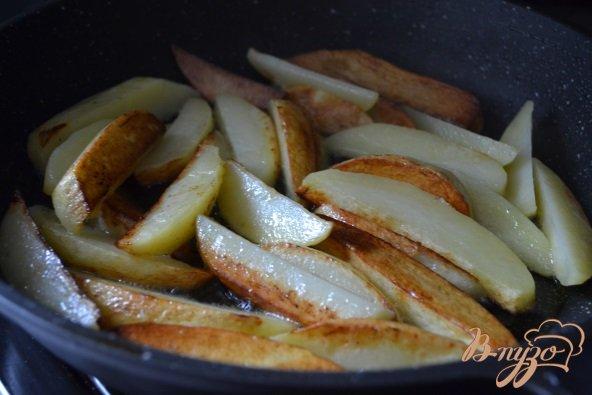 Фото приготовление рецепта: Жареный картофель с грибами шаг №2