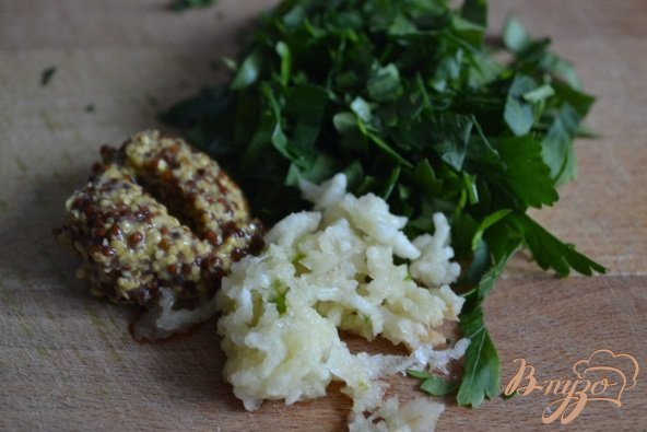 Фото приготовление рецепта: Жареный картофель с грибами шаг №4