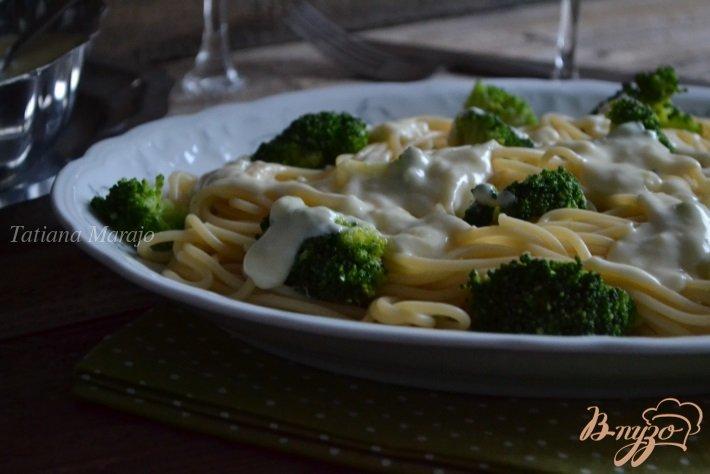 Фото приготовление рецепта: Спагетти с брокколи и чесночным соусом шаг №9