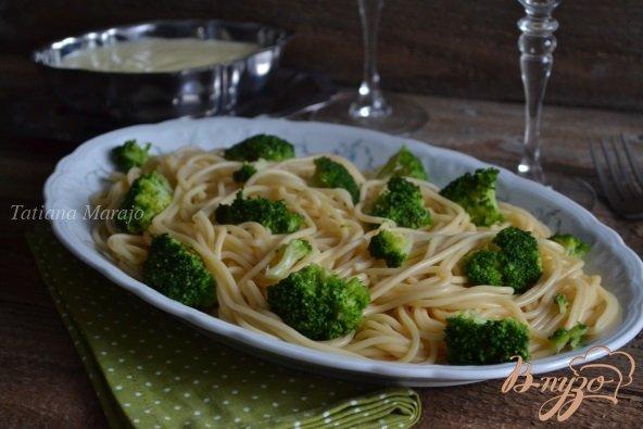 Фото приготовление рецепта: Спагетти с брокколи и чесночным соусом шаг №8