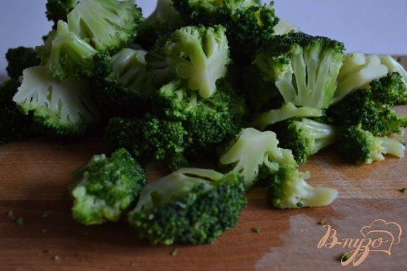 Фото приготовление рецепта: Спагетти с брокколи и чесночным соусом шаг №3