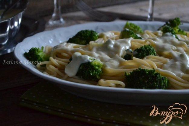 фото рецепта: Спагетти с брокколи и чесночным соусом