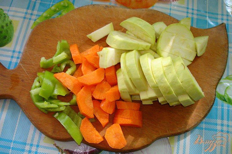 Фото приготовление рецепта: Суп из кабачков с гренками шаг №1