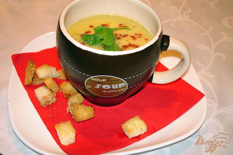 Фото приготовление рецепта: Суп из кабачков с гренками шаг №8