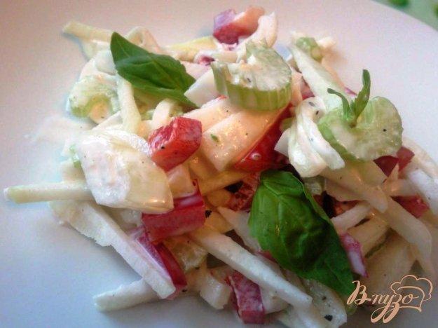 фото рецепта: Салат из кольраби