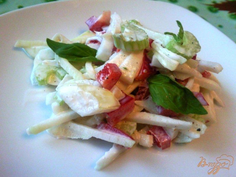 Фото приготовление рецепта: Салат из кольраби шаг №5