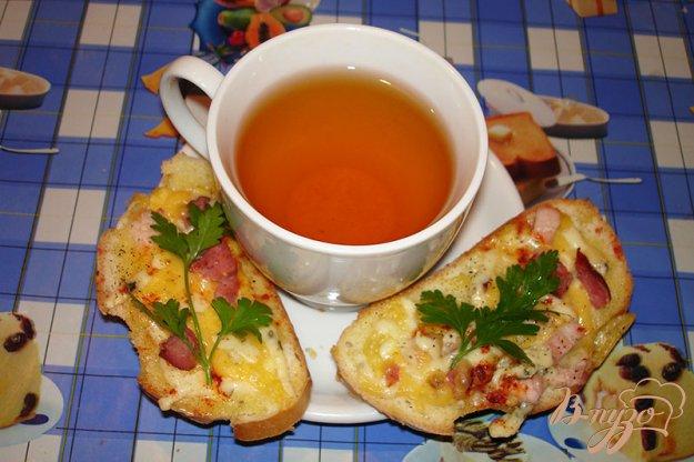 фото рецепта: Ароматные горячие гренки с сыром и копченым беконом