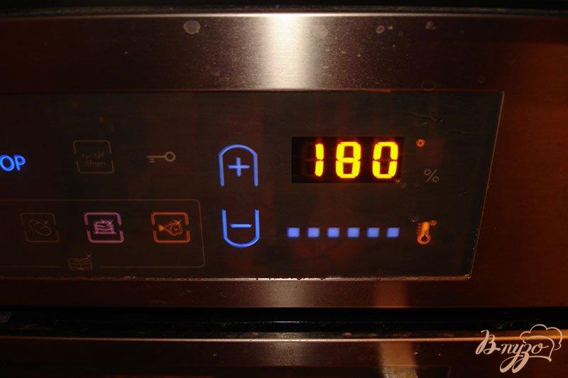 Фото приготовление рецепта: Ароматные горячие гренки с сыром и копченым беконом шаг №3
