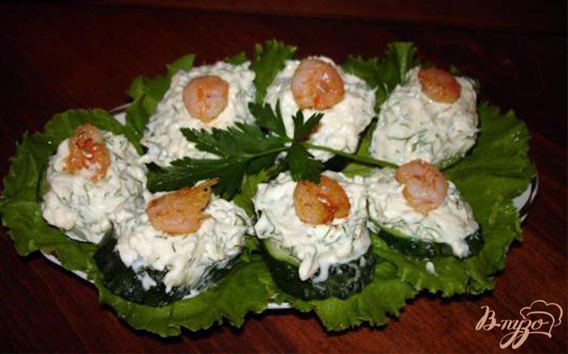 Фото приготовление рецепта: Огуречные канапе с креветками шаг №4