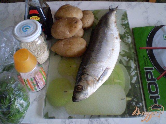 Фото приготовление рецепта: Ролл из отварного картофеля и селедочки шаг №1