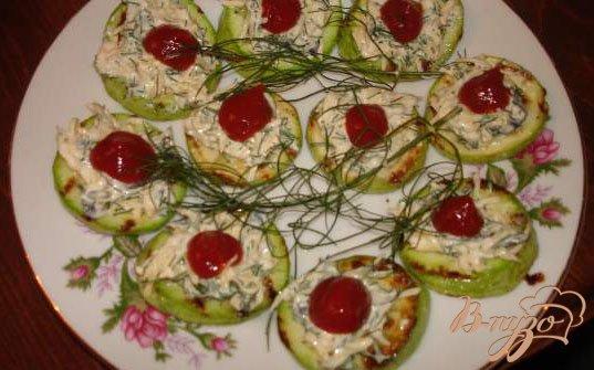 Фото приготовление рецепта: Закусочные кабачки  с кетчупом шаг №4