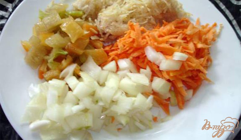 Фото приготовление рецепта: Сырный суп с ветчиной, сельдереем и другими овощами шаг №2