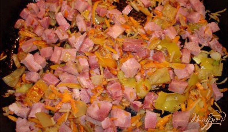 Фото приготовление рецепта: Сырный суп с ветчиной, сельдереем и другими овощами шаг №5