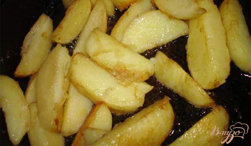 Фото приготовление рецепта: Молодой картофель с курицей, беконом и соленым арахисом шаг №3