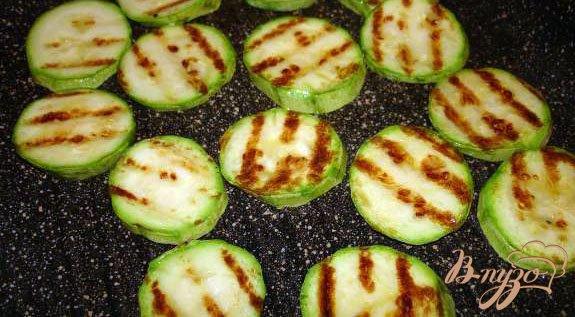 Фото приготовление рецепта: Салат с ветчиной и кунжутом шаг №3