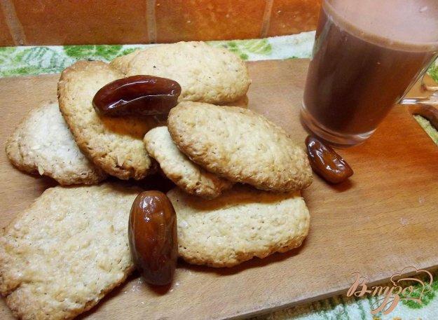 фото рецепта: Овсяное печенье с финиками