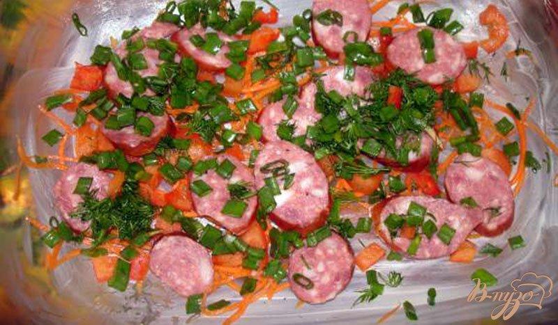 Фото приготовление рецепта: Фритата с колбасками и овощами шаг №4