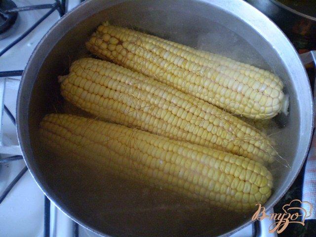 Фото приготовление рецепта: Отварная кукуруза с чесноком и зеленью шаг №2