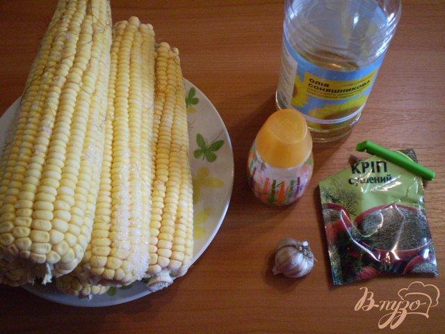 Фото приготовление рецепта: Отварная кукуруза с чесноком и зеленью шаг №1