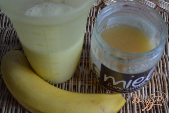 Фото приготовление рецепта: Банановое молоко с медом шаг №1