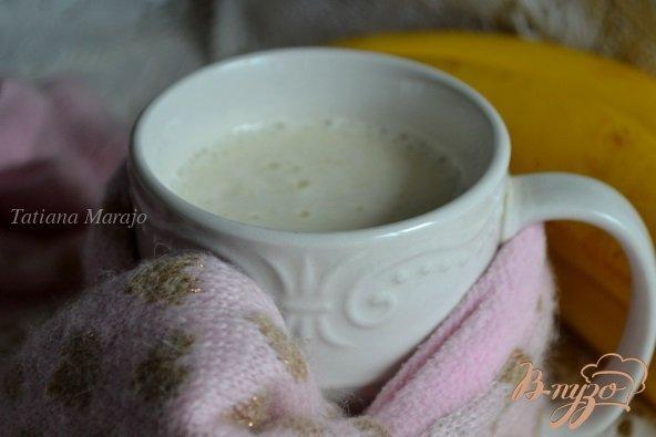 Фото приготовление рецепта: Банановое молоко с медом шаг №4
