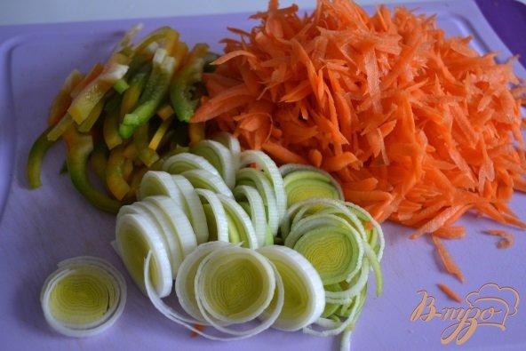 Фото приготовление рецепта: Овощной суп с морепродуктами шаг №1