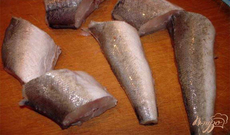 Фото приготовление рецепта: Рыба под хрустящим луком шаг №1