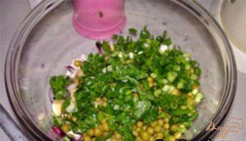 Фото приготовление рецепта: Cырный салат с курицей шаг №5