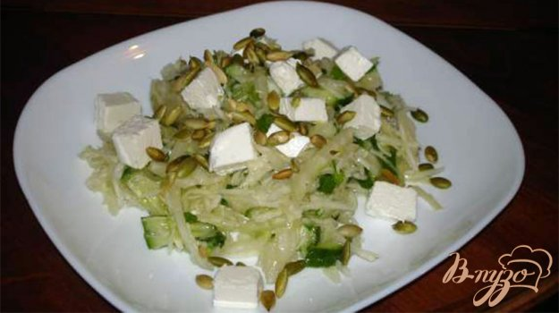 Рецепт Легкий салат с фетой и тыквенными семечками