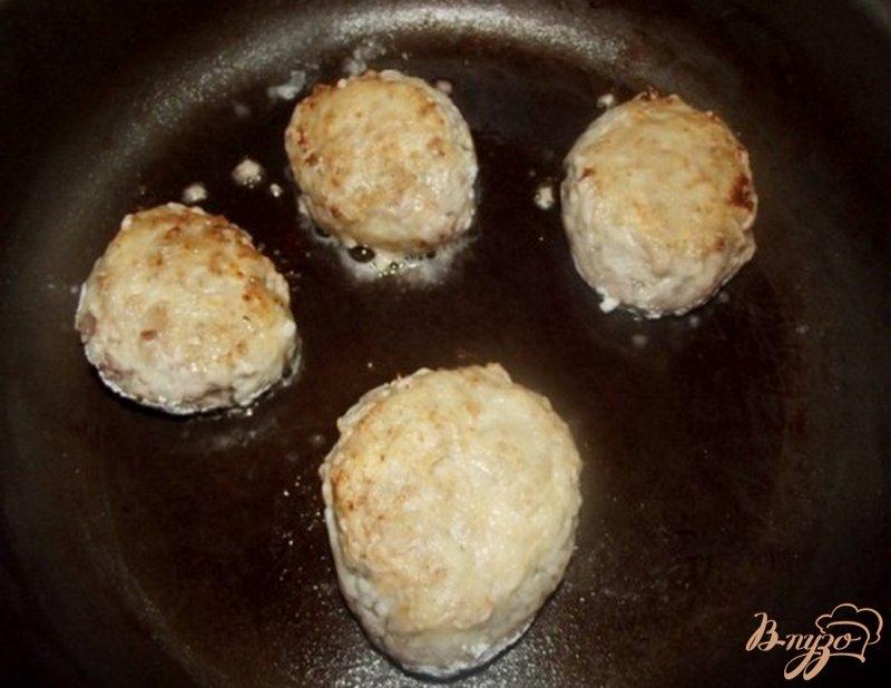 Фото приготовление рецепта: Украинские котлеты с салом и чесноком шаг №4