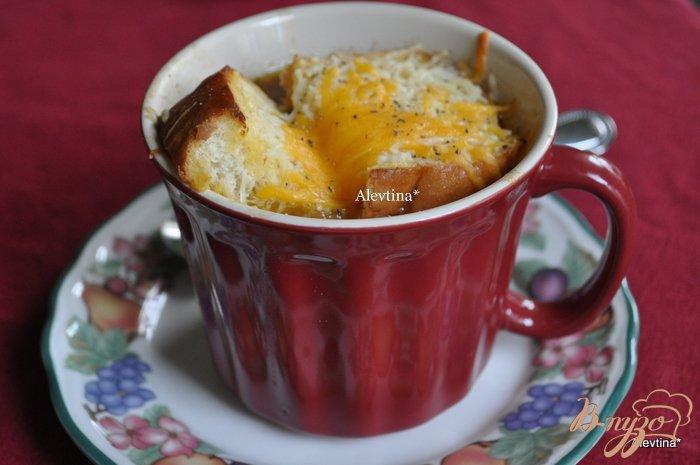 Фото приготовление рецепта: Луковый суп на пиве Guinness шаг №6