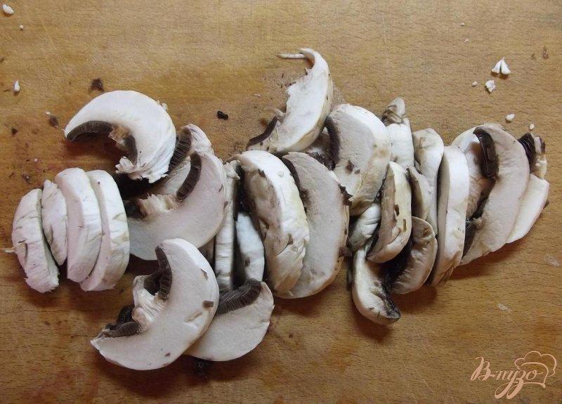 Фото приготовление рецепта: Грибной суп с курицей шаг №4