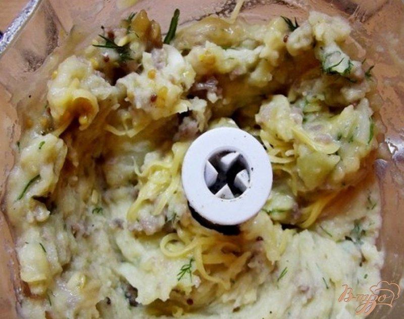 Фото приготовление рецепта: Картофельные лодочки с мясом и сыром шаг №5