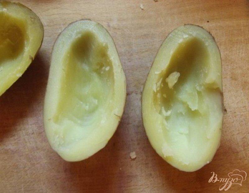Фото приготовление рецепта: Картофельные лодочки с мясом и сыром шаг №4