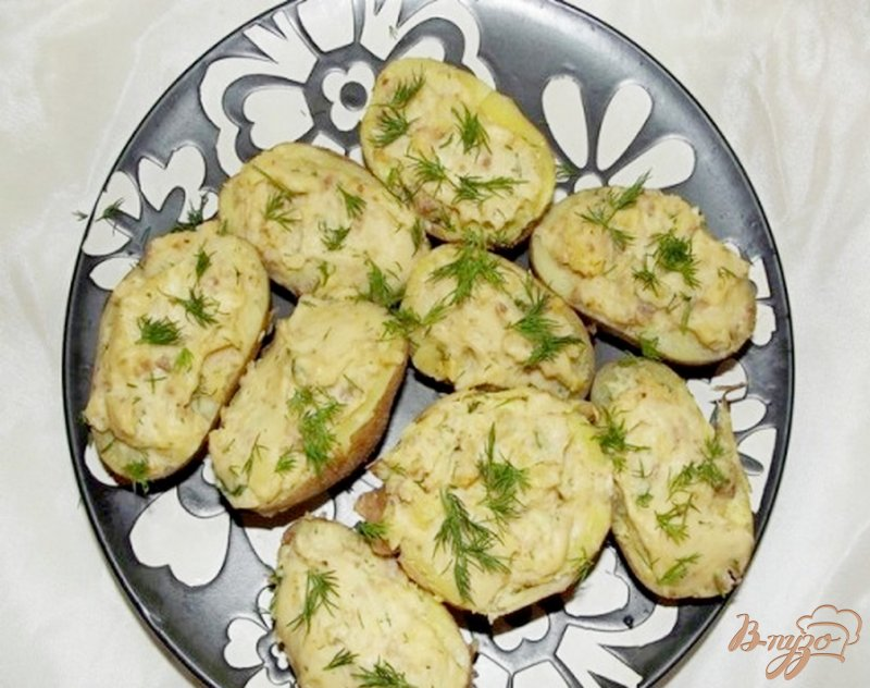 Фото приготовление рецепта: Картофельные лодочки с мясом и сыром шаг №6