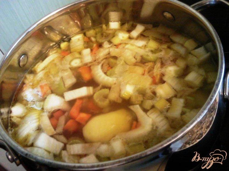 Фото приготовление рецепта: Овощной суп пюре с грибами шаг №3