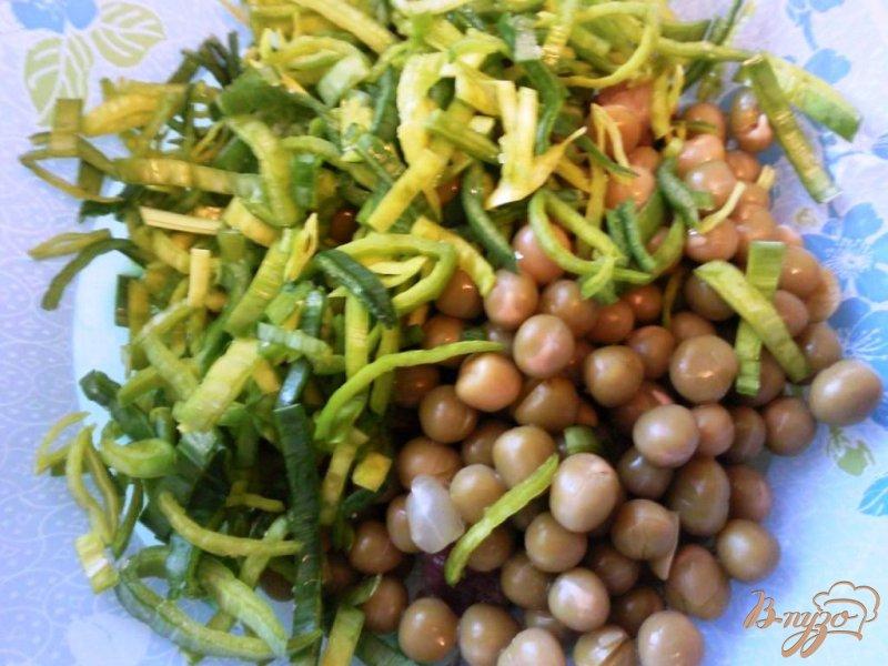 Фото приготовление рецепта: Салат с сельдью шаг №2