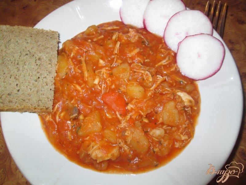 Фото приготовление рецепта: Картошка тушеная с курицей шаг №10