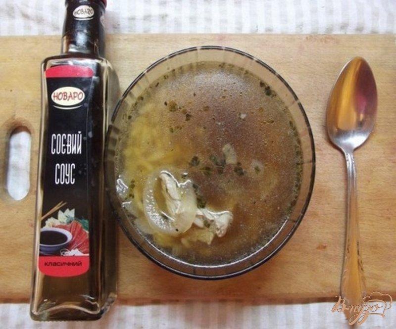Фото приготовление рецепта: Суп с соевым соусом шаг №7