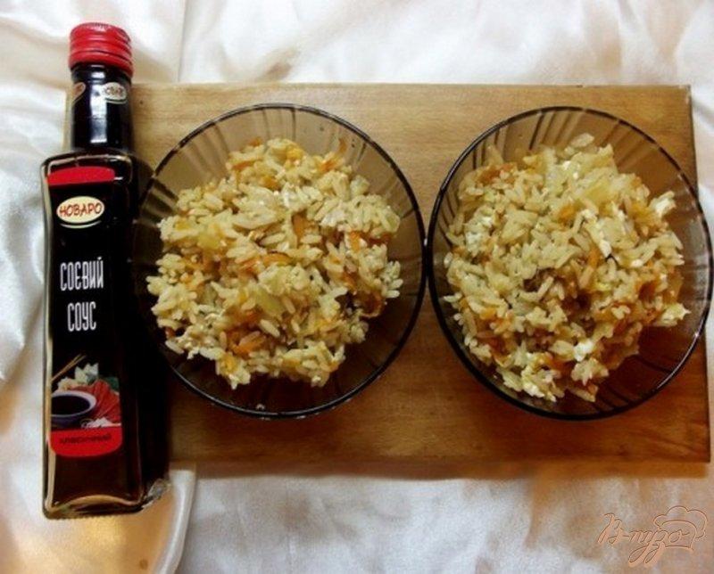 Фото приготовление рецепта: Рис с соевым соусом и овощами шаг №6