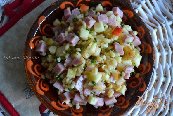 Рецепт Салат с перловкой, яблоком и ветчиной
