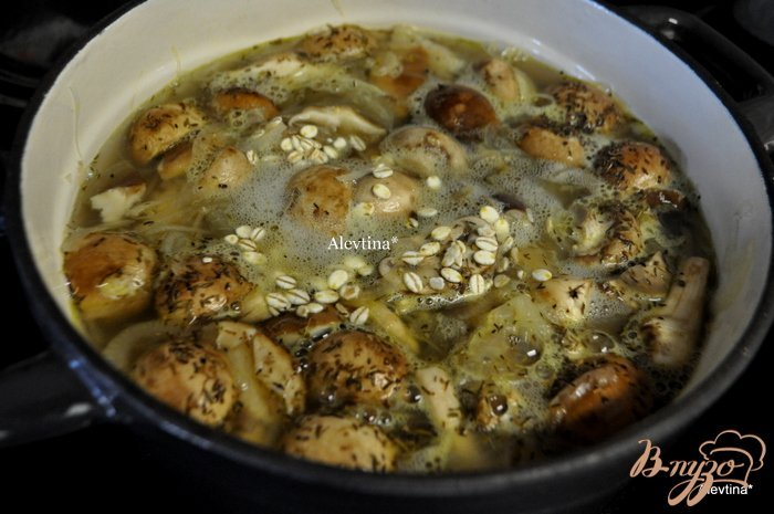 Фото приготовление рецепта: Грибной суп с шиитаке и шампиньонами Белла шаг №5