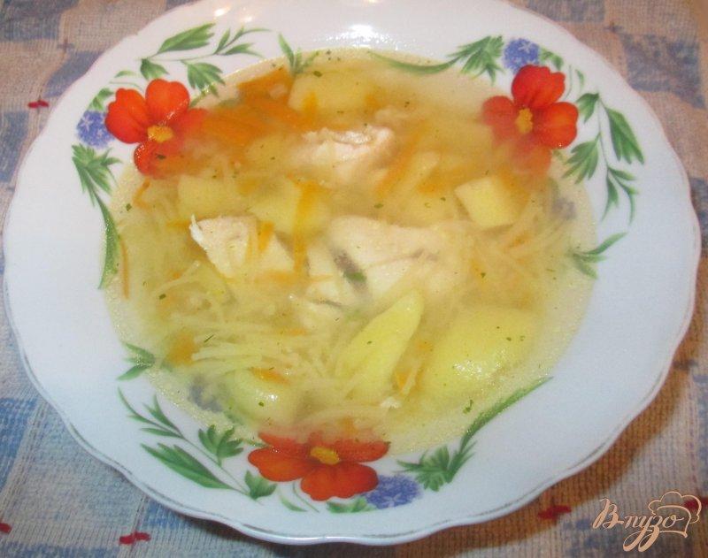 Фото приготовление рецепта: Куриный суп с лапшой шаг №6