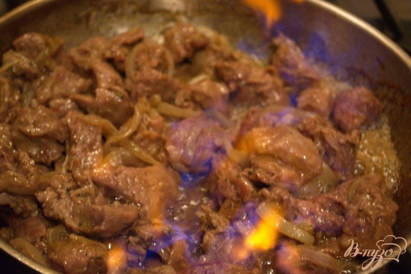 Фото приготовление рецепта: Фламбированная свинина шаг №6