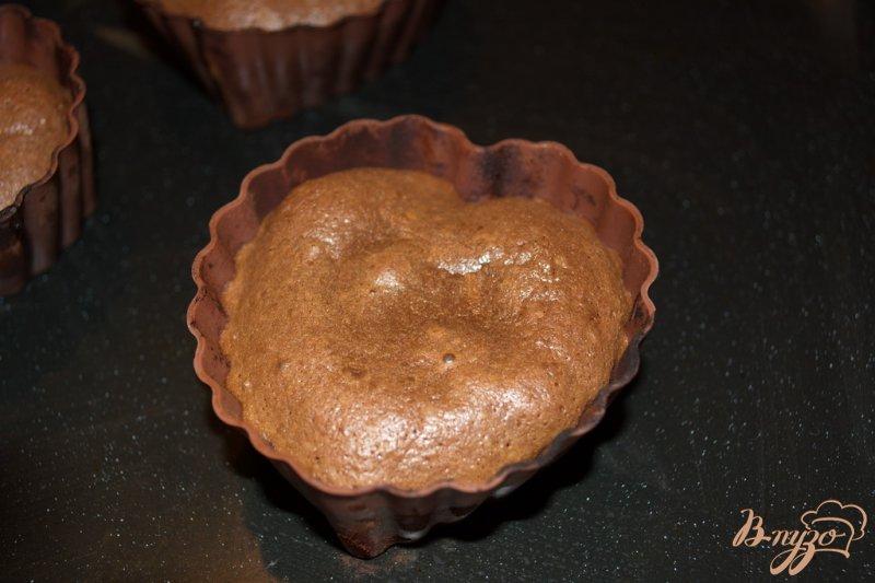 Фото приготовление рецепта: Шоколадный фондано с мороженым шаг №7