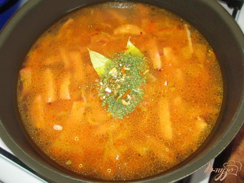 Фото приготовление рецепта: Подливка с колбасой шаг №6